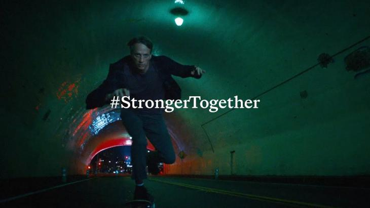 Viral van de week - Stronger Together