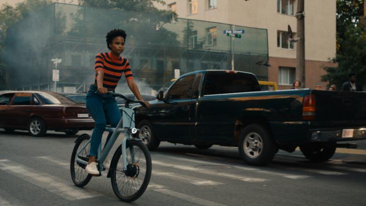VanMoof vervolgt aanval op 'destructieve mobiliteitsgewoonten' in tweede tv-commercial