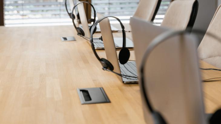 Webcare; Laptops met koptelefoons